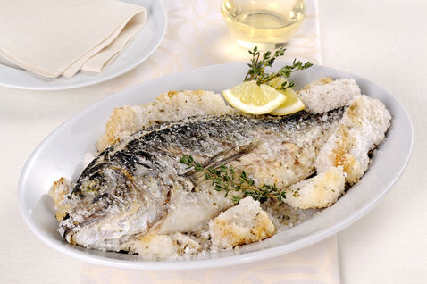 Branzino in crosta di sale alle erbe